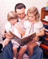 "Walt Disney legge ""Pinocchio"" a Diane e Sharon"